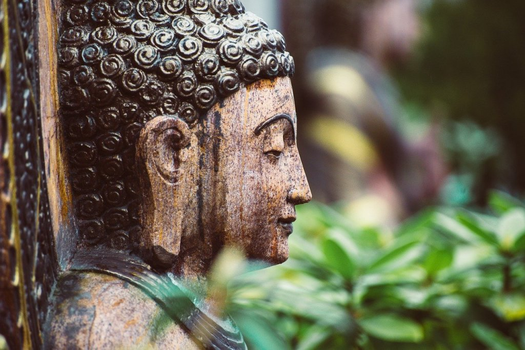 This image has an empty alt attribute; its file name is buddha-5870160_1280.jpg